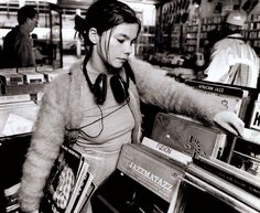 """ i work more with the left side of my brain . but my voice has always been very right brain . "" Björk"