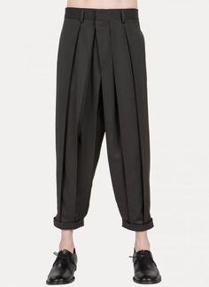 Nicolas Andreas Taralis - #Andreas #Nicolas #Taralis #trousers Men Trousers, Pleated Pants, Mens Trends, Overall, Fashion Details, Fashion Design, Minimalist Fashion, Fashion Pants, Japanese Pants