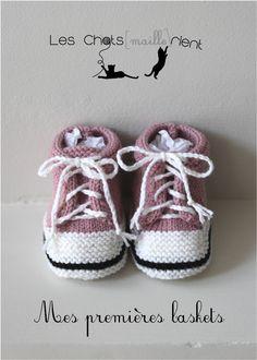 Chaussons bébé tricotés à la main, style baskets, roses, 0-3 mois : Mode Bébé par les-chatsmaillerient