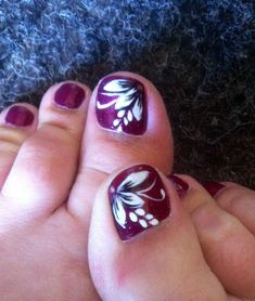 Nail Designs for toes Beautiful 40 Creative toe Nail Art Designs and Ideas Flower Toe Nails, Cute Toe Nails, Fancy Nails, Pretty Nails, Gel Nails, Toenails, Fall Toe Nails, Purple Toe Nails, Pretty Toes