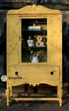 Hunting for room furniture such as food sets, console sofas, glass-door cabinet and more. Yellow Painted Furniture, Distressed Furniture, Paint Furniture, Furniture Makeover, Yellow Dining Room, Dining Room Table Decor, Living Room Furniture Arrangement, Antique China Cabinets, Painted China Cabinets
