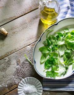 Yrttivati sopii ruokahalun herättäjäksi tai alkupalaksi. Lisäksi se toimii upeana pöydän koristeena.