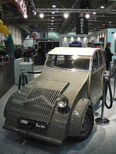 Citroën 2CV TPV 1939 (1060532) | por Le Photiste Manufacturer: Citroën Type: 2CV TPV Engine: 375cc water cooled flat twin boxer Power: 7 pk/hp Speed: 65 km/h Production time: 1938 - 1939 Production outlet: 250 Curb weight: 400 kg