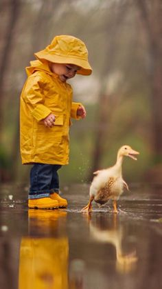 If only all rainy days were this much fun! A fantastic photo (Photograph Rainy Day by Jake Olson Studios) Cute Kids, Cute Babies, Baby Animals, Cute Animals, Funny Animals, Foto Portrait, Foto Baby, Jolie Photo, Rainy Days