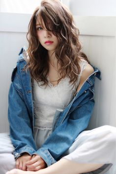 Believe it or not, but wavy hair looks much more attractive than straight hair. After all, every woman wants to look stylish and attractive. Kawaii Hairstyles, Permed Hairstyles, Long Wavy Hair, Braids For Long Hair, Thick Hair, Medium Hair Styles, Curly Hair Styles, Instagram Hairstyles, Japanese Hairstyle