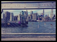 De mi paso por New York y de lo que ví por ahí, hay más imágenes que si me permiten, quisiera compartirles.  Candados cerrados , promesas de amor eterno..