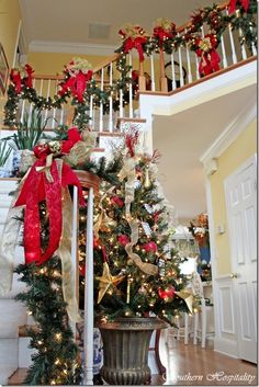 Christmas decorations - stairway & hallway
