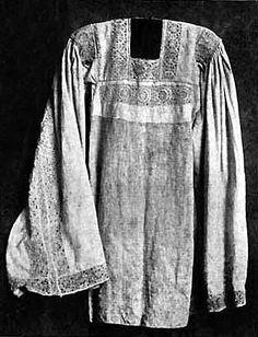 Chemise renaissance German linen chemise from 16th century. (© Museum Bern ?)
