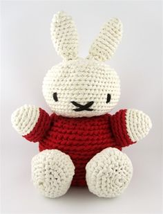 Hoooked is your one-stop shop for sustainable yarn (including Zpagetti T-shirt yarn), DIY kits, and patterns for knitting, crochet and macramé! Crochet World, Diy Crochet, Crochet Toys, Knitting For Kids, Knitting Yarn, Doll Patterns, Crochet Patterns, Yarn Animals, Pattern Books