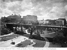 1923 - Antigo Viaduto do Chá, tendo ao fundo o Teatro Municipal e à direita o Hotel Esplanada. Acervo do Instituto Moreira Salles.