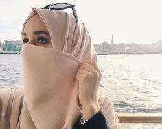 Find images and videos about cute, pretty and beauty on We Heart It - the app to get lost in what you love. Beautiful Muslim Women, Beautiful Hijab, Abaya Fashion, Modest Fashion, Women's Fashion, Alexandra Golovkova, No Makeup Selfies, Baby Life Hacks, Hijab Dpz