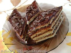 Foi fragede cu crema de cacao si rom Romanian Desserts, Romanian Food, Romanian Recipes, Good Food, Yummy Food, Gordon Ramsay, Mini Cakes, Cakes And More, Caramel