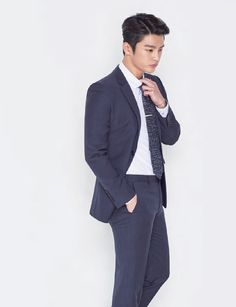 Seo In Guk starts off spring being magnetic, decked out in VOSTRO's new collection. Check it!       Source  |  VOSTRO