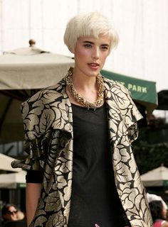 Agyness Deyn - very short bob with blunt fringe Cool Short Hairstyles, Pixie Hairstyles, Pretty Hairstyles, Short Haircuts, Blonde Bobs, Blonde Hair, Short Hair Cuts For Women, Short Hair Styles, Edgy Pixie