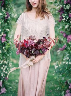We look at ten beautiful foraged foliage bouquets, some of which can be really easily DIY'd! Silk Bridal Bouquet, Bridal Flowers, Bridesmaid Bouquet, Wedding Bouquets, Wedding Gowns, Ribbon Bouquet, Wedding Photography Inspiration, Wedding Inspiration, Wedding Ideas