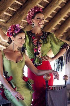 Classy Fashion Tips moda flamenca love 5 Ms Fashion Tips moda flamenca love 5 Ms Mexican Fashion, Mexican Style, Floral Fashion, Fashion Art, Fashion Outfits, Flamenco Costume, Flamenco Dresses, Spain Fashion, Gypsy