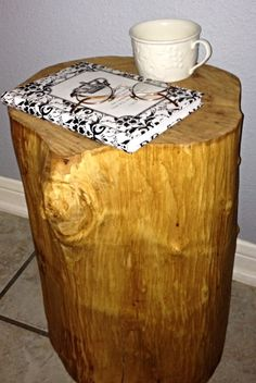 Excellent tips for a DIY Tree Stump Table...Free and Easy! Paint it or leave it natural.