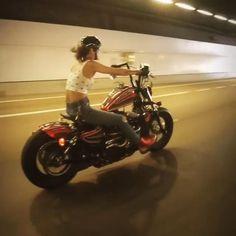 Female Motorcycle Riders, Motorbike Girl, Motorcycle Girls, Biker Love, Biker Chic, Lady Biker, Biker Girl, Cafe Racer Girl, Custom Bikes