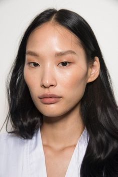 7 Makeup Trends We Saw on the Spring 2019 Runways We Can't Wait to Try natural makeup trends 2019 - Makeup Trends 2019 Korean Makeup Look, Korean Makeup Tips, Korean Makeup Tutorials, Asian Makeup, Make Up Looks, Makeup Trends, Makeup Inspo, Light Makeup Looks, Eye Makeup Cut Crease