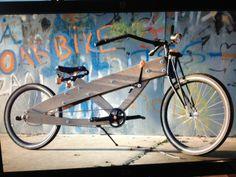Deze houten fiets is gemaakt door onze eigen technische man Jan Willem..........verdere toelichting is overbodig lijkt ons!