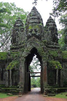 Angkor Thom (1000 year old door) | Cambodia
