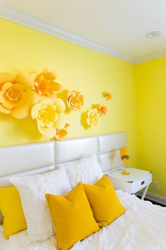 Imagine waking up to this cheerful yellow bedroom every morning! #Yellow