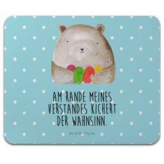 Mauspad Druck Bär Gefühl aus Naturkautschuk  black - Das Original von Mr. & Mrs. Panda.  Ein wunderschönes Mouse Pad der Marke Mr. & Mrs. Panda. Alle Motive werden liebevoll gestaltet und in unserer Manufaktur in Norddeutschland per Hand auf die Mouse Pads aufgebracht.    Über unser Motiv Bär Gefühl  Am Rande meines Verstandes kichert der Wahnsinn.    Verwendete Materialien  ##MATERIALS_DESCRIPTION##    Über Mr. & Mrs. Panda  Mr. & Mrs. Panda - das sind wir - ein junges Pärchen aus dem…