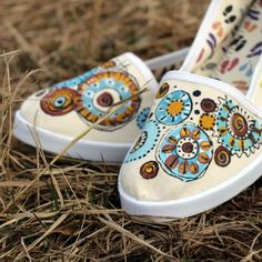 Mandalkové-natur-vel.35-40+na+obj.+Ručně+malované+bavlněné+botičky...+jedinečné+a+nepřehlédnutelné.+Malovány+ručně+kvalitními+barvami+na+textil+Dámské+pohodlné+baleríny+mají+jednoduchý+a+elegantnístřih.+Díky+kvalitnímu+materiálu+jsou+prodyšné,+lehké,+odolné+a+hodně+praktické,+jsou+vyrobeny+ze+100%+z+bavlny.+Nohy+Vás+v+nich+zaručeně+bolet+ani+tížit+nebudou...