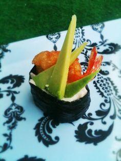 Tempura - Je kunt Tempurabeslag zelf maken, maar je kunt het ook kant-en-klaar kopen. Dan hoef je alleen nog maar koud water toe te voegen. Voor de fanatiekelingen die het graag zelf willen maken volgt hier het recept. Je moet het beslag direct gebruiken.  #sushi #tempura