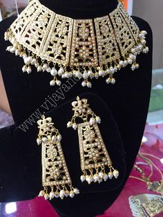 Buy online punjabi traditional women wedding jewelry from Vijay&Sons in overall India. Choker Necklace Online, Diamond Choker Necklace, Gold Earrings, Choker Necklaces, 1 Gram Gold Jewellery, Ruby Jewelry, Gold Jewelry, Indian Jewellery Online, Indian Jewelry
