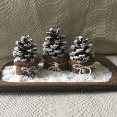 Composizione di  3 PIGNE ALBERELLI di NATALE su base in legno etsy.com/it/shop/TheRabbitHoleCrafts