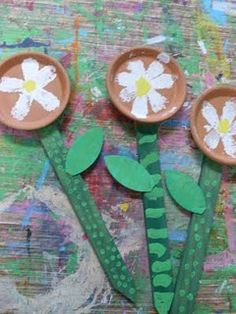 Flower garden stakes- Mother's Day gift/make for classroom garden Children's Church Crafts, Farm Crafts, Garden Crafts, Garden Ideas, Craft Activities For Kids, Preschool Crafts, Preschool Education, Craft Ideas, Preschool Classroom
