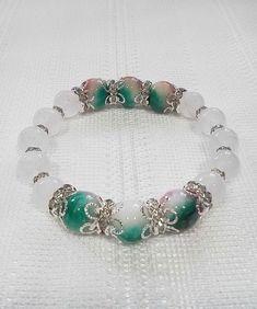 ご覧頂きありがとうございます。天然石ブレスレット花ヒスイ出品致します。ロンデル、ゴム使用のハンドメイドキラキラブレスレットです。サイズ16cm素材花ヒスイ ...|ハンドメイド、手作り、手仕事品の通販・販売・購入ならCreema。 Diy Jewelry, Jewlery, Jewelry Making, Transformation Body, Crystal Bracelets, Gothic Lolita, Creema, Dangles, Gems