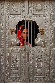 "my-hindi-alma: "" Gypsy girl behind a door, Pushkar, Rajasthan, India. Cool Doors, Unique Doors, Portal, Knobs And Knockers, Door Knobs, Goa India, Porches, Amazing India, We Are The World"