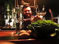 """Was meint Ihr, wen mag der Joshi wohl am meisten???  Den Optimist: """"Das Glas ist halb voll!"""" 😉 Den Pessimist: """"Das Glas ist halb leer."""" 🤔 Oder denjenigen der sagt: """"Juhu, es ist noch Platz für Vodka!"""" 😝 Happy Weekend 💜💤 Z Bar Offenburg wie immer bis 5 Uhr für Euch im Einsatz!"""