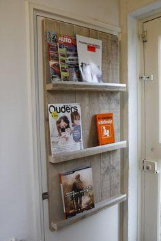 Tijdschriftenrek van steigerhout.