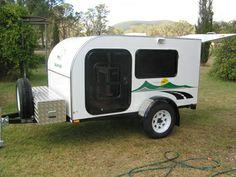 Teardrop Camper Trailer, Camper Caravan, Trailer Plans, Trailer Build, Small Cargo Trailers, Small Campers, Camping Kitchen, Camping Trailers, Camper Ideas