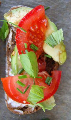 Könnyű nyári vacsora: Gazpacho, olasz szendvics és eper desszert