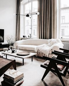 47 Cozy Black And White Living Room Design Ideas. If you are looking forward to sending out a message of finesse as well as power then this couldn't be done better without painting your room in blac. Living Room Designs, Living Room Decor, Living Spaces, Dining Room, Interior Design Minimalist, Home Interior Design, Minimalist Decor, Minimalist Scandinavian, Scandinavian Living