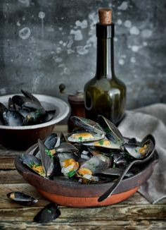 MOULES MARINIÈRE  Recipe from Foolproof French Cookery by Raymond Blanc.  - See more at: http://www.raymondblanc.com/recipes/moules-marini%C3%A8re/#sthash.5239QHap.dpuf