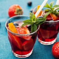 Make sure to try this spectacular spanish red wine sangria this summer!
