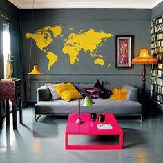 Phòng khách màu hồng và vàng nổi bật