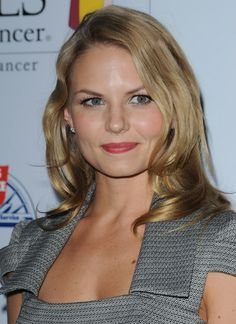 Jennifer Morrison She was an All-State clarinet player in the school's marching band, sang in the choir, and was a cheerleader in the school pep squad. She attended Loyola University Chicago, where she majored in Theatre and minored in English, graduating in 2000. Stretch Mark Cream, Get Up And Walk, Jennifer Morrison, Emma Swan, Celebs, Celebrities, Child Models, Perfect Body, Beauty
