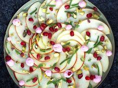 Feestelijke appel carpaccio | Flying Foodie Foodies, Pudding, Cake, Desserts, Pistachio, Tailgate Desserts, Deserts, Food Cakes, Puddings