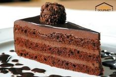 Recette de Gâteau tout chocolat facile A cake made of chocolate cookie and layers of chocolate ganac Amazing Chocolate Cake Recipe, Best Chocolate Cake, Craving Chocolate, Chocolate Chocolate, Delicious Chocolate, Cake Truffles, Cake Cookies, Food Cakes, Cupcake Cakes