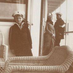 Alexei and Olga with a sailor, 1913