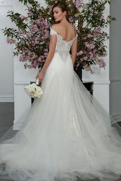 Featured Dress: Romona Keveza