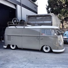 Slammed VW Type 2 Gorgeous Gray, Love it Volkswagen Transporter, Volkswagen Bus, Vw Camper, T1 Bus, Vw T1, Combi T1, Combi Split, Kombi Home, Vw Vintage