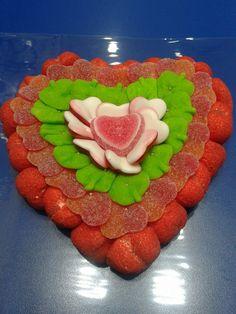 Viernes de amor y dulzura con esta creación de Duldi Nuevocentro Valencia y este bonito corazón. Jingle Bells, Valencia, Cake, Desserts, Ideas, Food, Sweet Tables, Art Supplies, Skewers