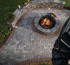 Another beautiful Ed's Plant World patio with a fire pit and retaining wall using Belgard Pavers! Fire Pit Gravel, Metal Fire Pit, Fire Pits, Residential Landscaping, Fence Landscaping, Belgard Pavers, Flagstone, Fire Pit Gallery, Fire Pit Materials